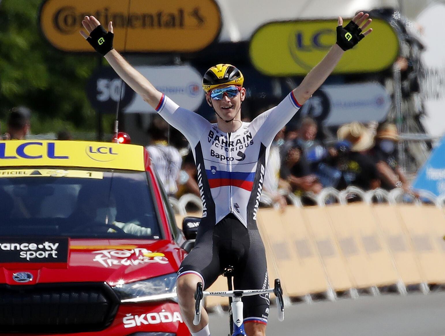 Матей Мохорич - первый на финише 19-го этап «Тур де Франс» Муранкс – Либурн 16 июля 2021.