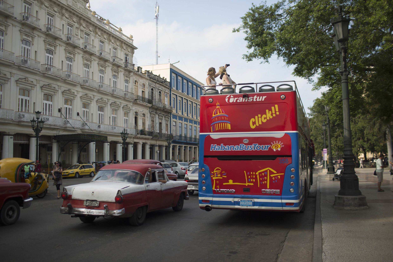 Un pullman de turistas durante un recorrido en La Habana el 15 de enero de 2015.