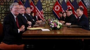Ảnh tư liệu: John Bolton (T) trong cuộc hội đàm Mỹ-Bắc Triều Tiên, Hà Nội, Việt Nam, ngày 28/02/2019