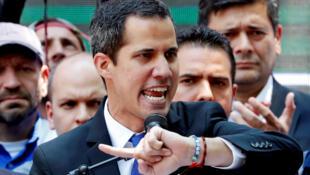 Juan Guaidó, declarado inelegível pelo regime do Presidente, Maduro, contestado pela comunidade internacional, excepto a Rússia