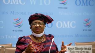La directora general de la Organización Mundial del Comercio (OMC), Ngozi Okonjo-Iweala, en rueda de prensa en la sede del organismo en Ginebra, el 31 de marzo de 2021