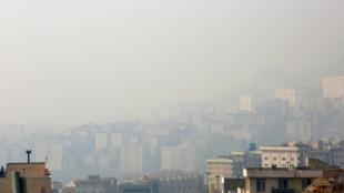 Ô nhiễm không khí tại Téhéran, thủ đô Iran nghiêm trọng đến mức các trường học phải đóng cửa trong ba ngày. Ảnh chụp ngày 22/12/2019.