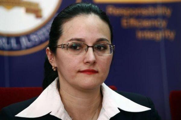 Alina Bica, lãnh đạo viện Công tố Rumani chống tội phạm có tổ chức - Reuters