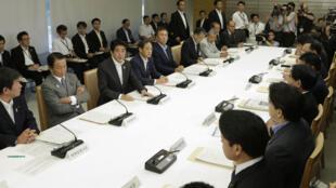 2013年9月3日,日本首相安倍晋三在一次核安全问题会议上发言。