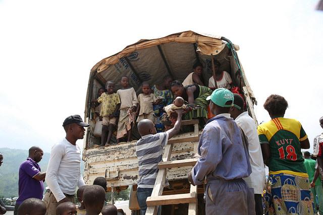 Lusenda, Sud Kivu, RD Congo: de nouveaux réfugiés arrivent au camp de Lusenda où ils sont accueillis par la Commission Nationale des Refugiés (CNR) et le Haut-Commissariat des Nations Unies pour les Réfugiés (HCR).