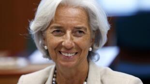 A diretora geral do FMI, Christine Lagarde, sorri durante reunião com ministros das Finanças da zona do euro