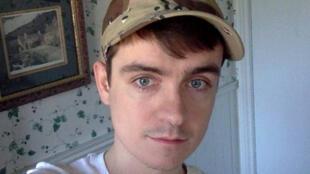 O estudante canadense Alexandre Bissonnette, de 27 anos, de ideias nacionalistas, foi acusado nesta segunda-feira (30) de ser o autor do atentado a tiros que deixou seis mortos no domingo à noite em uma mesquita de Québec.