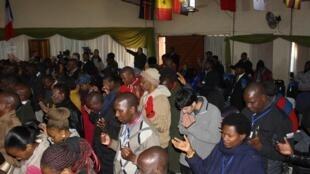Culto em uma unidade da Igreja Assembleia Convivência De Deus, em Moçambique.
