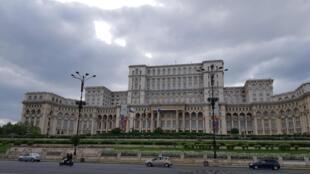 Le palais du Parlement à Bucarest, le 2e plus grand bâtiment officiel au monde après le Pentagone.