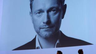 As belas fotos fazem parte da estratégia de Christian Lindner para conquistar o eleitorado alemão.
