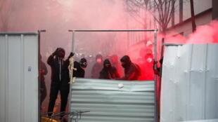 2020-12-05T164452Z_2025347984_RC24HK95DJQ2_RTRMADP_3_FRANCE-SECURITY-PROTEST