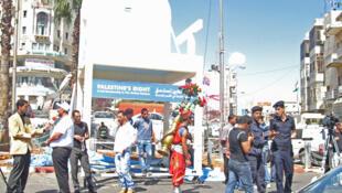 """Ramallah: los palestinos esperan su admisión en la ONU en septiembre y ya han  fabricado su propio """"silla"""", a la  vez simbólica y concreta  para promover la adhesión."""