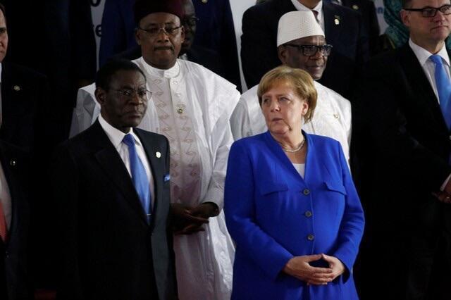 Waziriyar Jamus Angela Merkel tsaye tare da Teodoro Obiang Nguema na Equatorial Guinea da Mahamadou Issoufou na Niger da Ibrahim Boubacar Keita na Mali