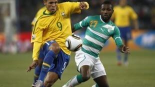 Luis Fabiano no jogo contra a Costa do Marfim, neste domingo.
