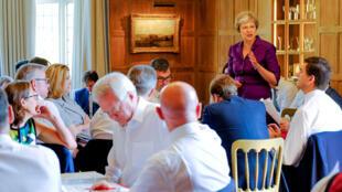 La Première ministre britannique Theresa May a réuni son cabinet pour trouver une proposition sur l'après-Brexit, à Chequers, le 6 juillet 2018.