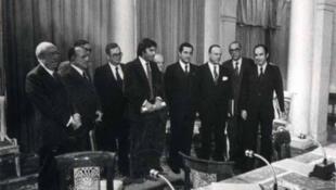 Assinantes do pacto de Moncloa, 1977 onde foram adotadas medidas para enfrentar os efeitos da crise financeira e social em que vivia a Espanha.