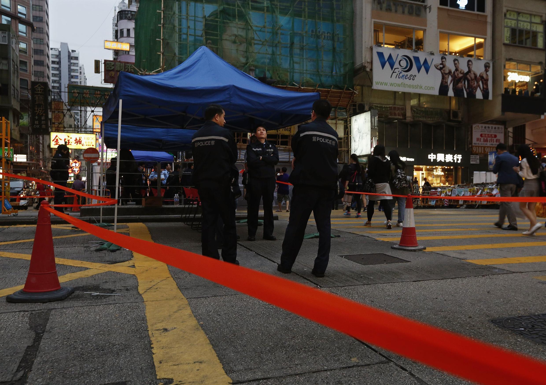 Cảnh sát Hồng Kông chuẩn bị giải tỏa khu do người biểu tình đòi dân chủ chiếm đóng. Ảnh chụp ngày 11/11/2014;