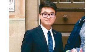 图为前英国驻港总领事馆职员郑文杰