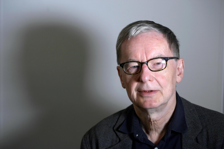 Anders Olsson, o secretário permanente em exercício da Academia Sueca, anuncia que a Academia Sueca adia o prêmio Nobel de Literatura de 2018, durante coletiva à agência de notícias sueca TT News Agency, em Estocolmo, Suécia, em 4 de maio de 2018.