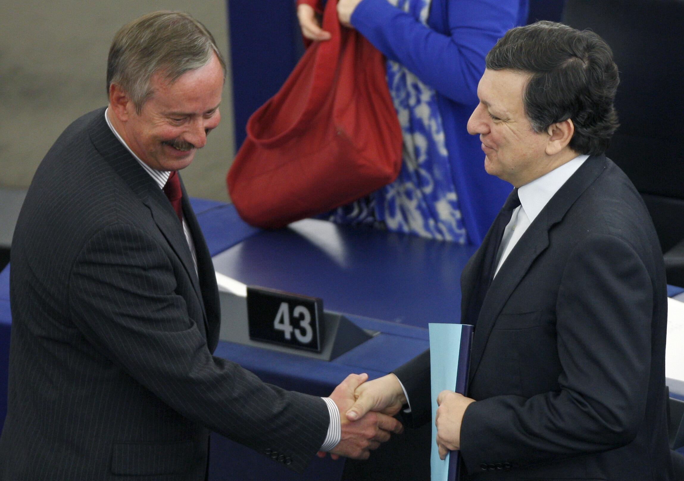 O comissário dos transportes europeu Siim Kallas e José Manuel Durão Barroso, presidente da Comissão Europeia.