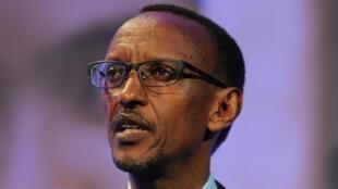Devant un parterre d'officiels, de citoyens et de diplomates étrangers, le président rwandais a dénoncé l'ingérence de la communauté internationale.