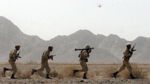 Des soldats iraniens en manoeuvre en 2006 dans la province du Sistan-et-Balouchistan, frontalière avec le Pakistan. (Image d'illustration)