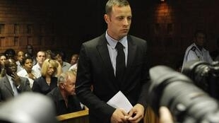 Oscar Pistorius na corte de Pretoira, 19 de fevereiro, 2013