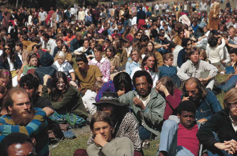 Une foule californienne dans les années 60