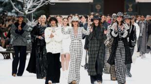 Đợt biểu diễn thời trang Chanel tháng 3/2019 được xem như bộ sưu tập cuối cùng của Karl Lagerfeld.