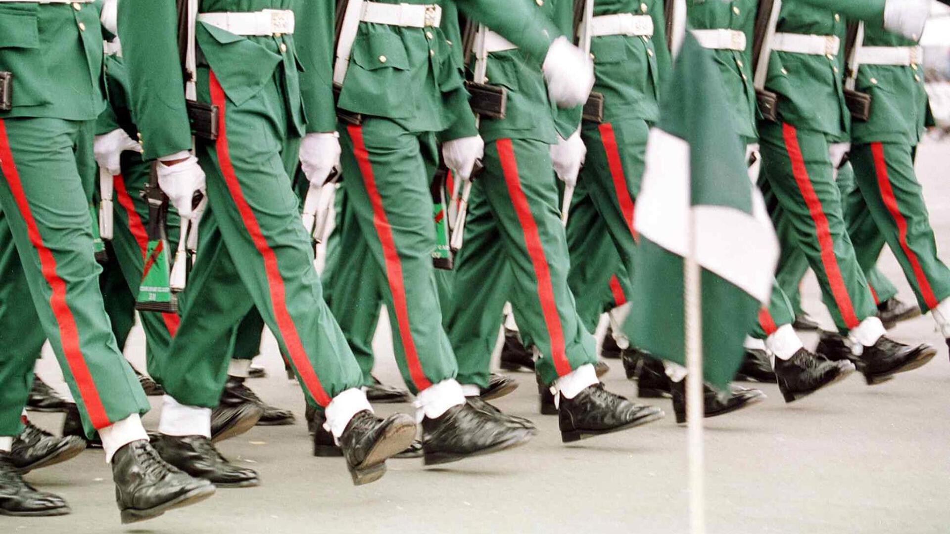 Défilé de soldats nigérians à Abuja, le 1er octobre2000, lors de cérémonies marquant le 40ème anniversaire de l'indépendance du pays.