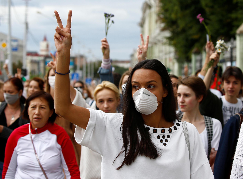 Belarus : Biểu tình phản đối bạo lực của cảnh sát. Ảnh tại thủ đô Minsk, ngày 12/08/2020.
