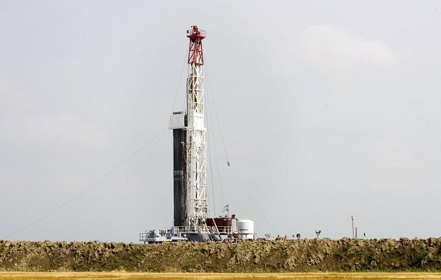Campo de exploração de gás de xisto nos Estados Unidos.