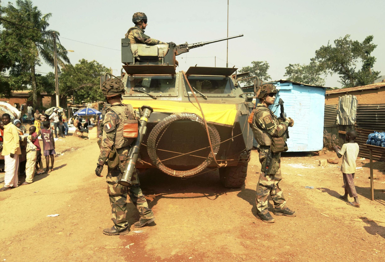 Des soldats français dans le quartier de Boy-Rab, à Bangui, le 17 décembre 2013.