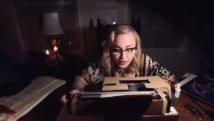 Até a pop star Madonna tem registrado diariamente pelas redes sociais suas experiências durante a quarentena.