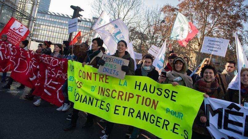 تظاهرات دانشجویان فرانسه در اعتراض به افزایش شهریۀ دانشجویان غیراروپایی