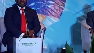 Le ministre béninois de l'Energie Dona Jean-Claude Houssou, à l'ouverture du sommet international sur l'Electricité en Afrique, à Cotonou au Bénin, le 7 décembre 2018.