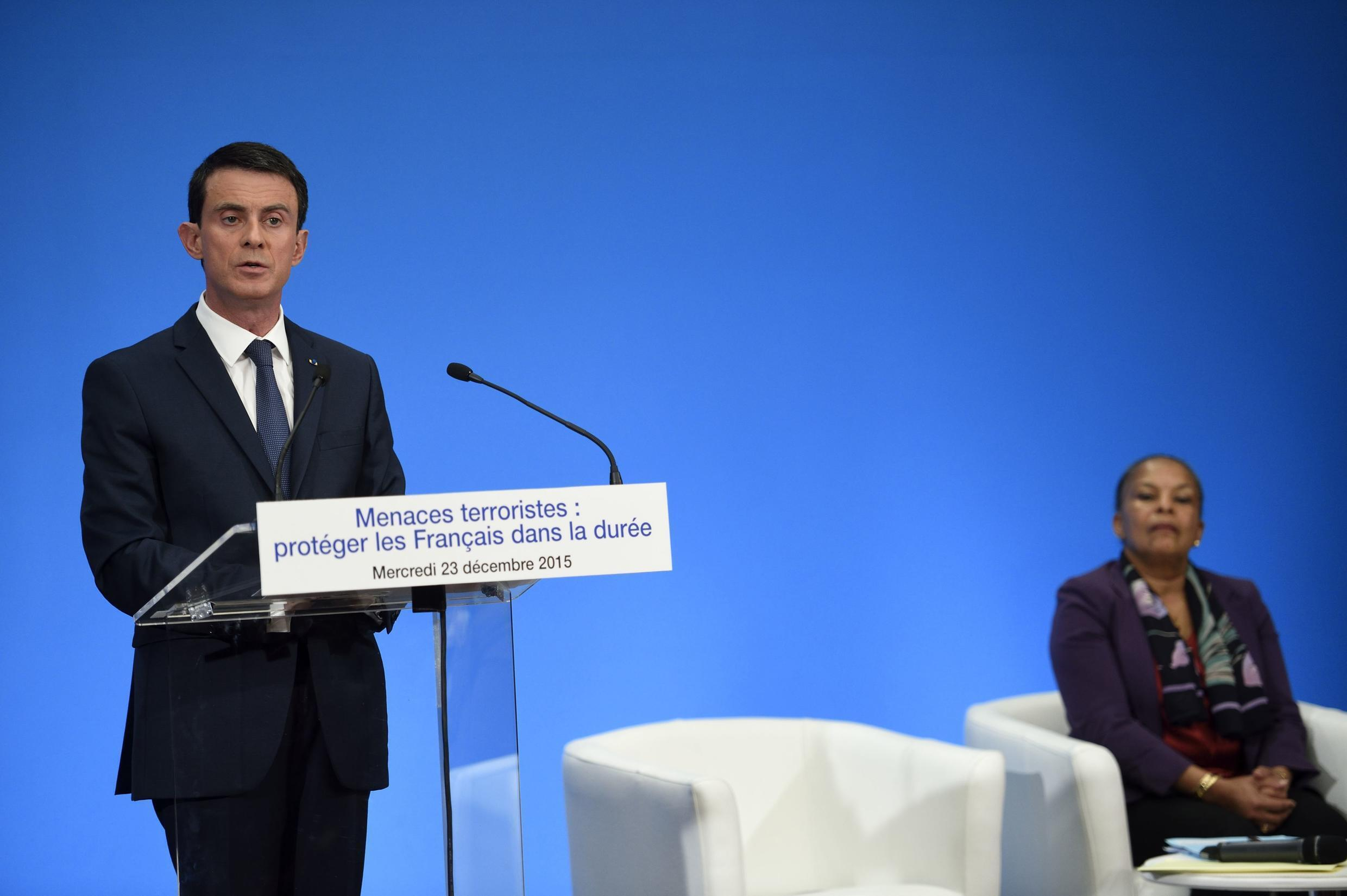 French Prime Minister Manuel Valls (L) discusses the constitutional changes in the presence of Justice Minister Christiane Taubira who had earlier announced that the nationality measure would not be proposed