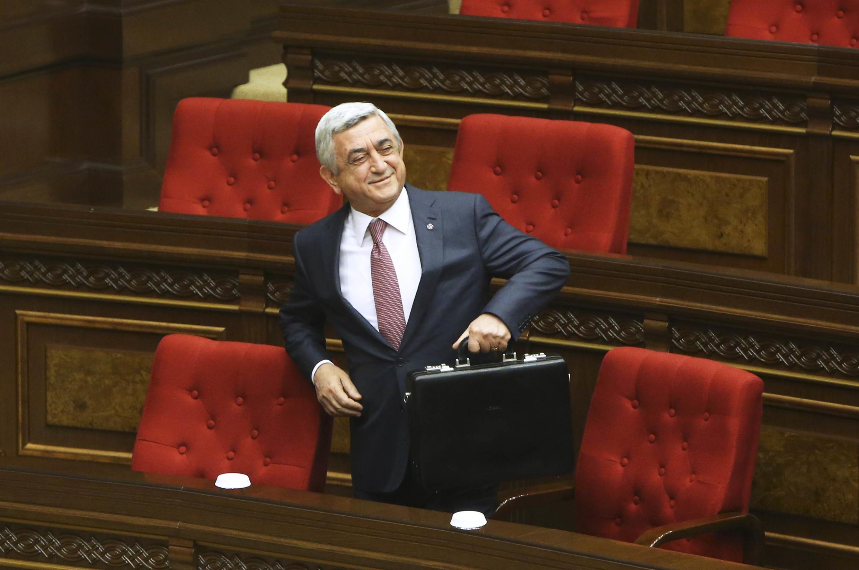 Серж Саргсян после двух президентских сроков стал премьером Армении, 17 апреля 2018 г.