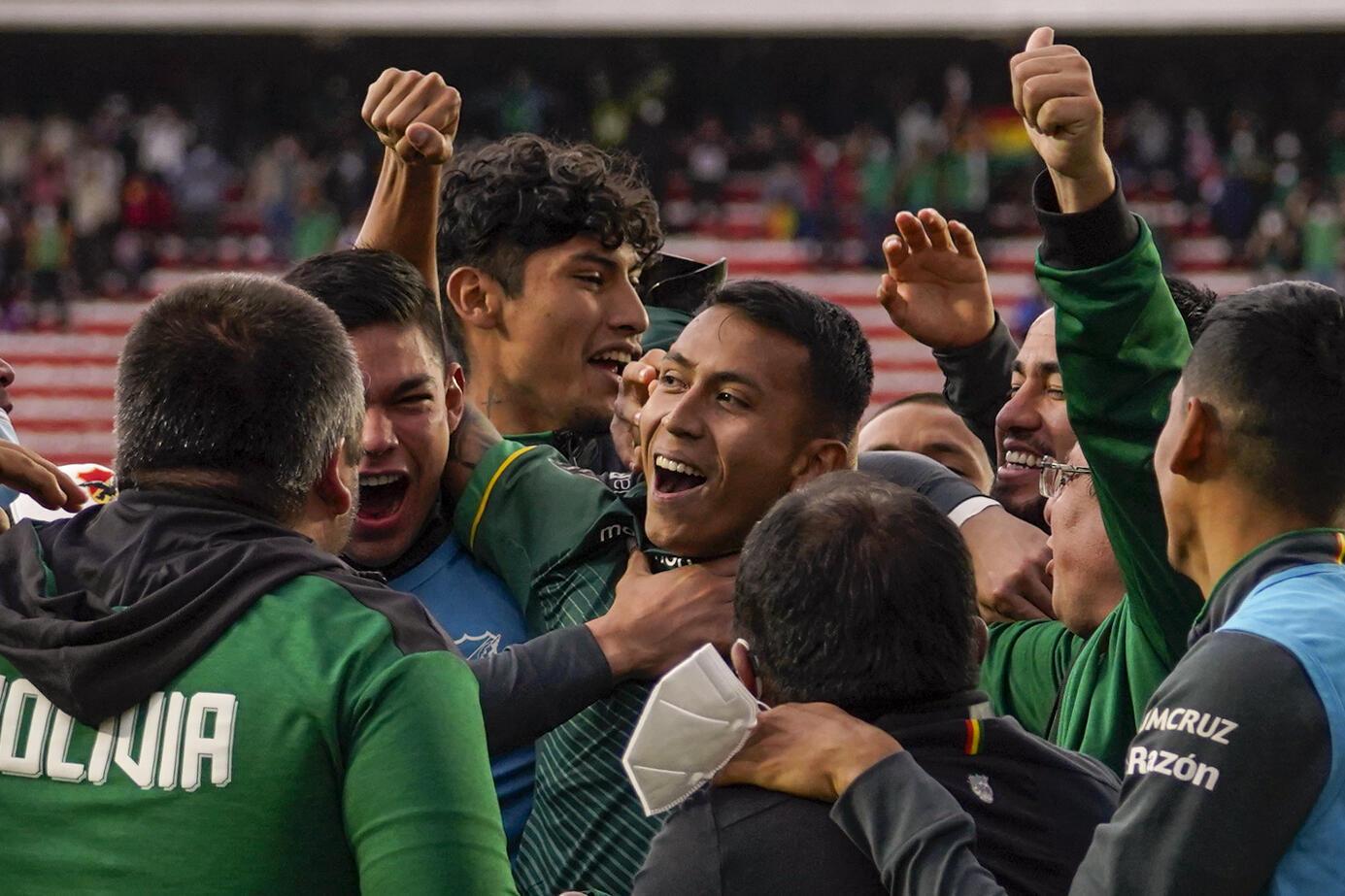 Bolivia celebra la goleada 4-0 sobre Paraguay el 14 de octubre de 2021 en La Paz que le permite seguir soñando con clasificar al Mundial de Catar-2022