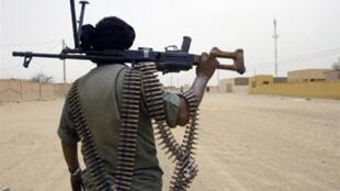 Des échanges de tirs auraient opposé l'armée malienne et le MNLA à Kidal. (Photo: un soldat de l'armée malienne à Kidal).