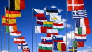 Bendera za nchi wanachama wa Umoja wa Ulaya EU ambao wametangaza vikwazo dhidi ya Serikali ya Syria