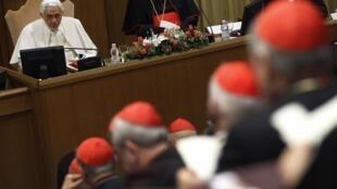 Le Pape Benoît XVI et ses Cardinaux, au Vatican, le 19 novembre 2010.
