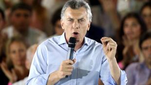 O presidente argentino, Mauricio Macri, está em boa posição para o teste das eleições legislativas do 22 de outubro de 2017.