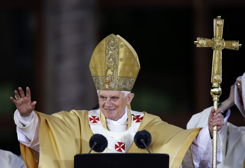 O papa Bento 16 celebrou uma missa inédita na catedral da Sagrada Família em Barcelona na Espanha.