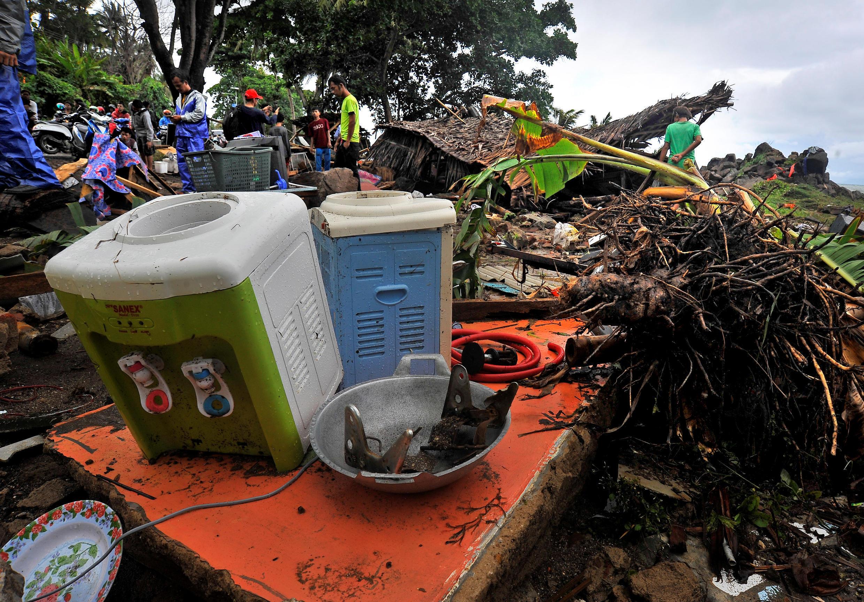Tsunami deixou rastro de tragédia na Indonésia