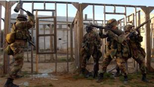 Exercice de simulation de combat dans le camp des Marines de Quantico, en Virginie.