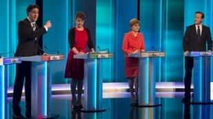 Os líderes dos principais partidos britânicos participaram do primeiro debate na televisão, nesta quinta-feira, 2 de abril de 2015.