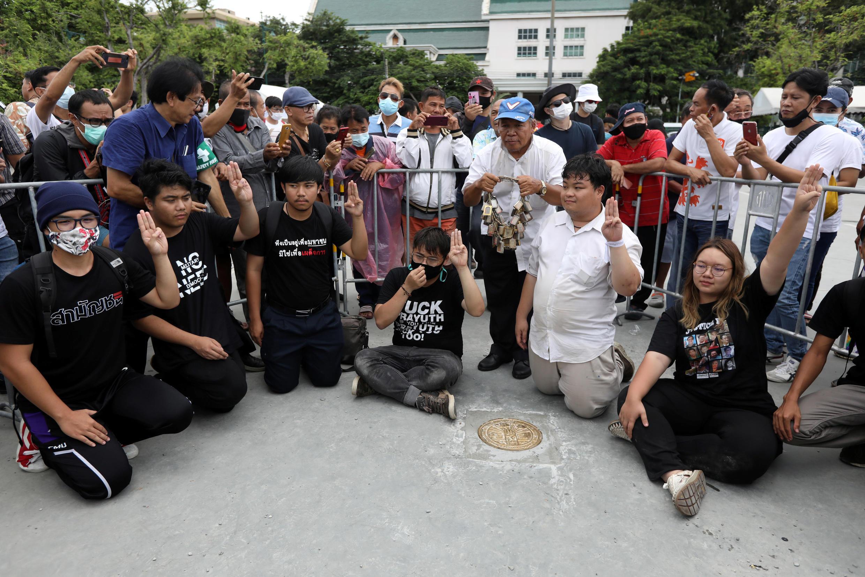 2020-09-20T051553Z_1481478094_RC252J9RKKIK_RTRMADP_3_THAILAND-PROTESTS