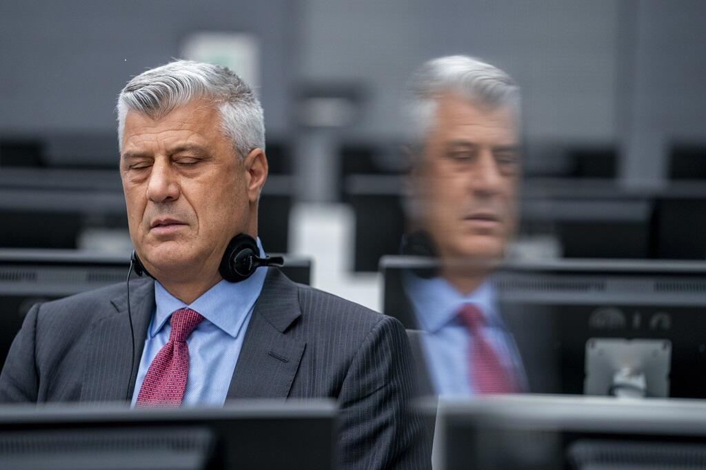 Hashim Thaçi, le président démissionnaire du Kosovo, lors de sa première comparution devant un juge du tribunal des chambres spécialisées du Kosovo à La Haye le 9 novembre 2020.