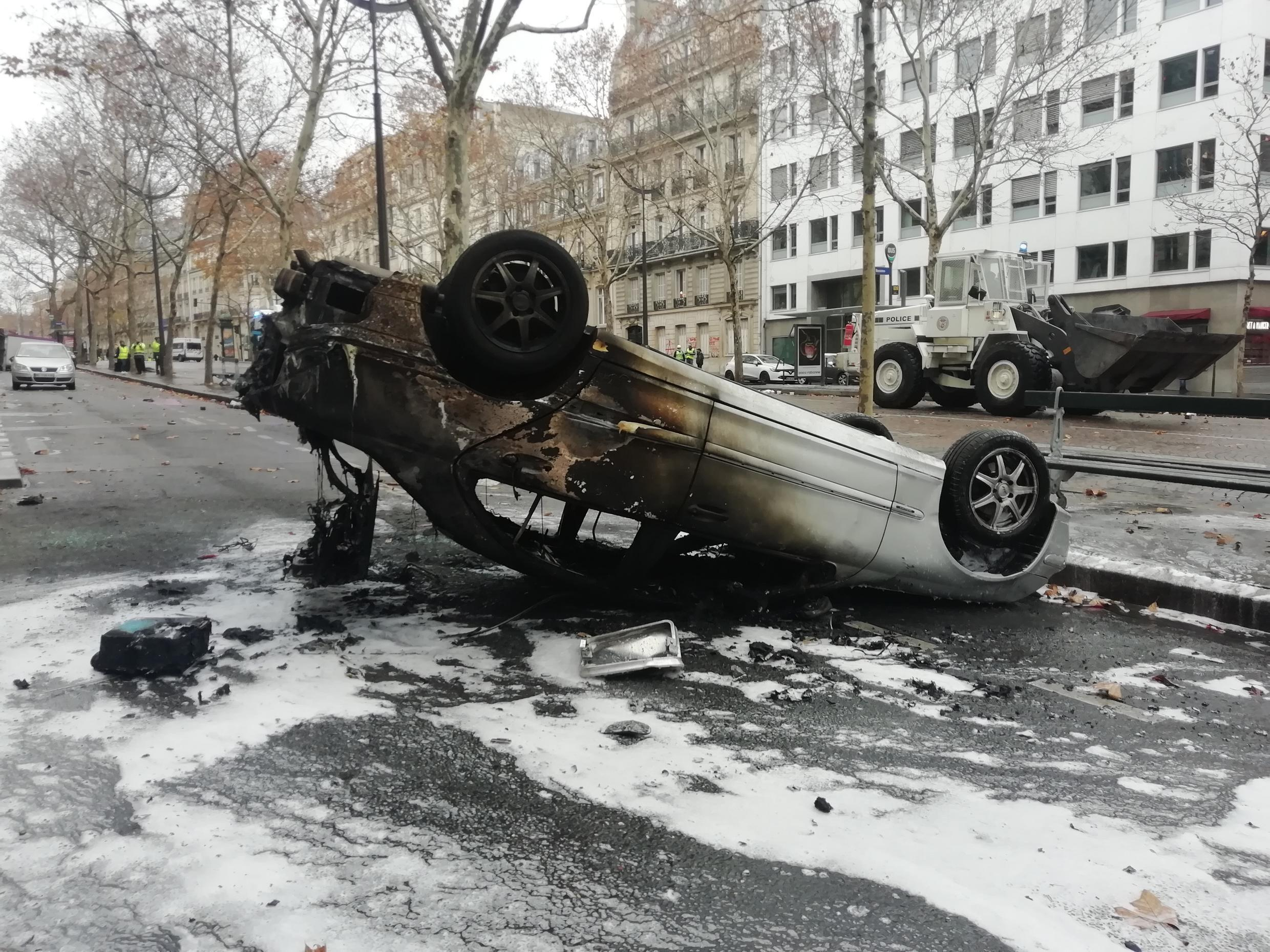 Several cars were burnt in the area surrounding the Arc de Triomphe.
